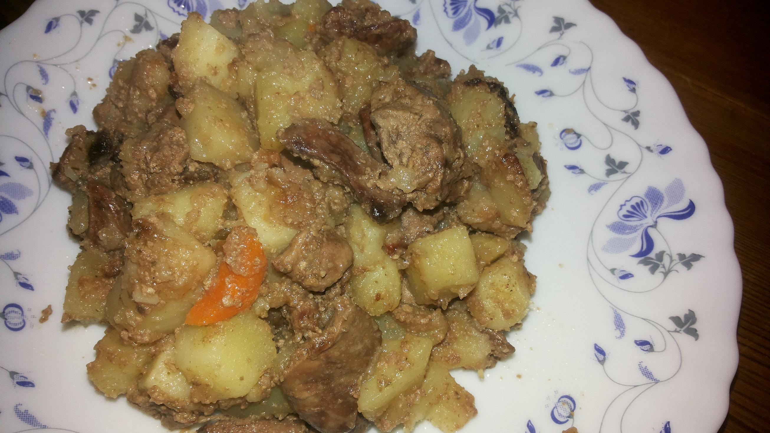 Сочная куриная печень с хрустящей жареной картошкой