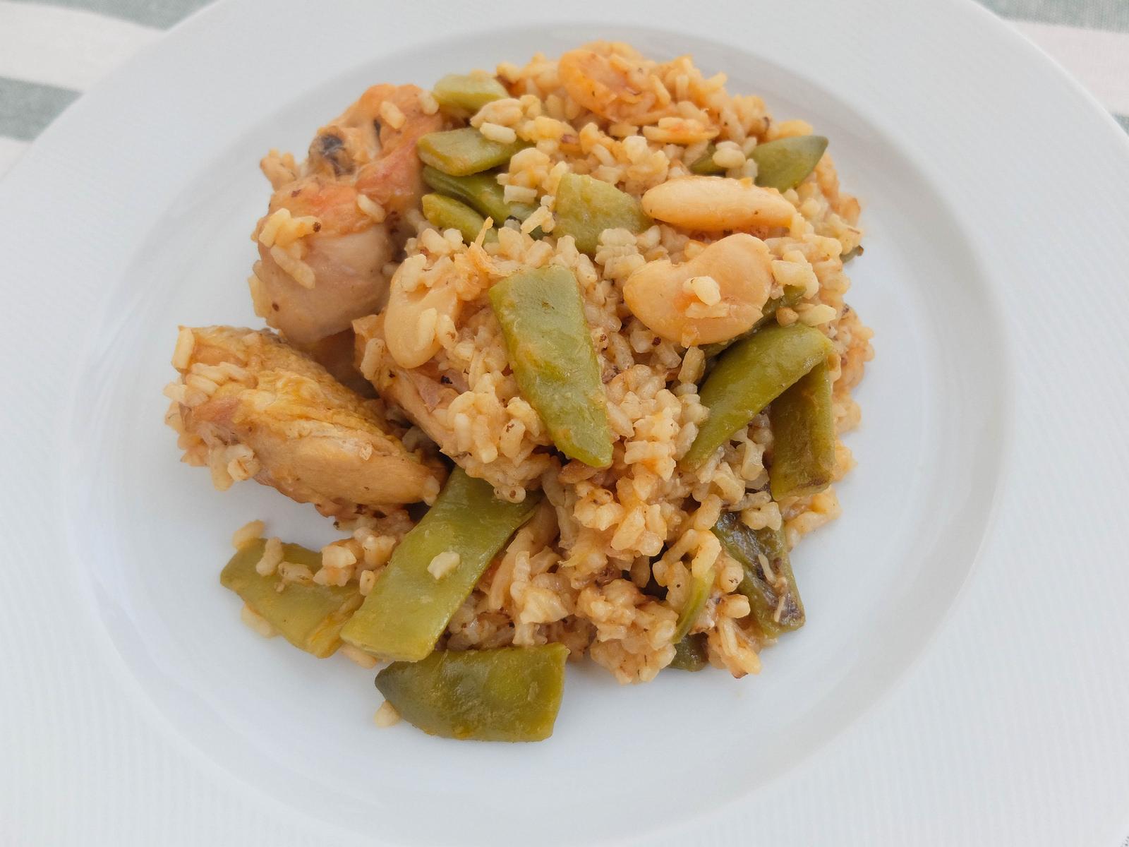 простое испанское блюдо с рисом