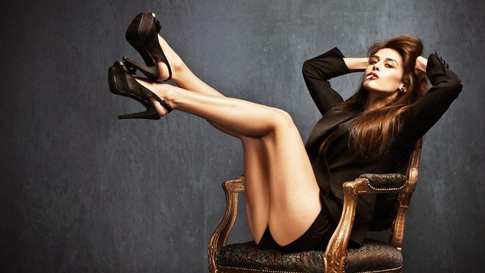 Секси девушка на каблуках