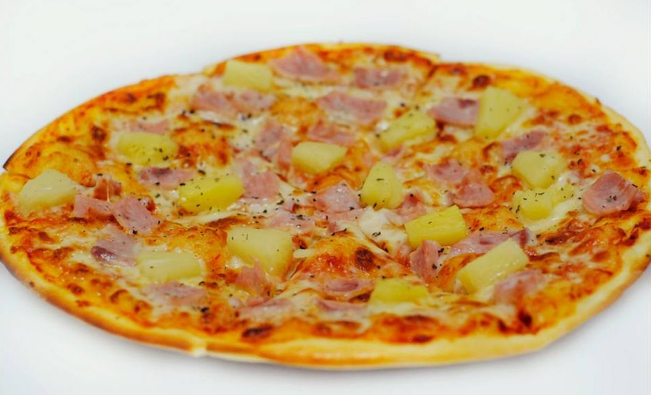 Гавайской пиццы с ананасами и ветчиной