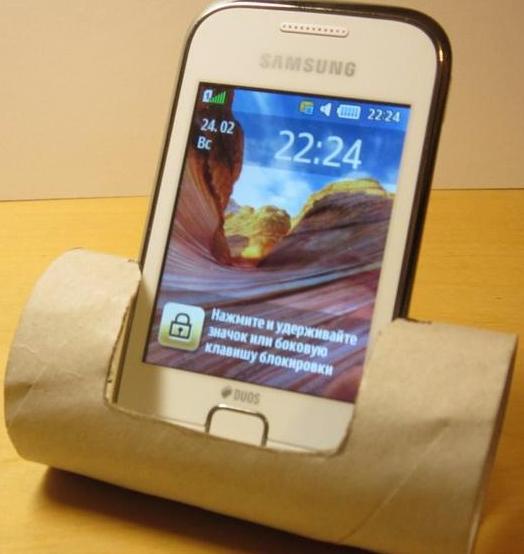 как сделать подставку для смартфона из втулки от рулона туалетной бумаги