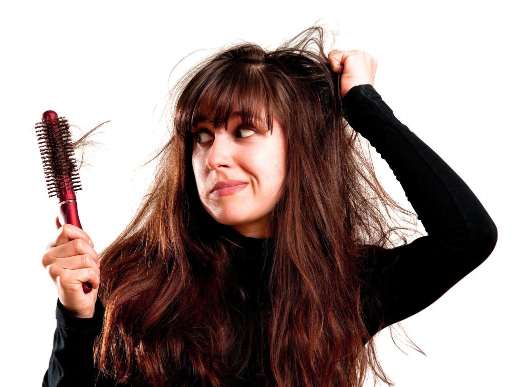 Почему волосы сильнее выпадают осенью