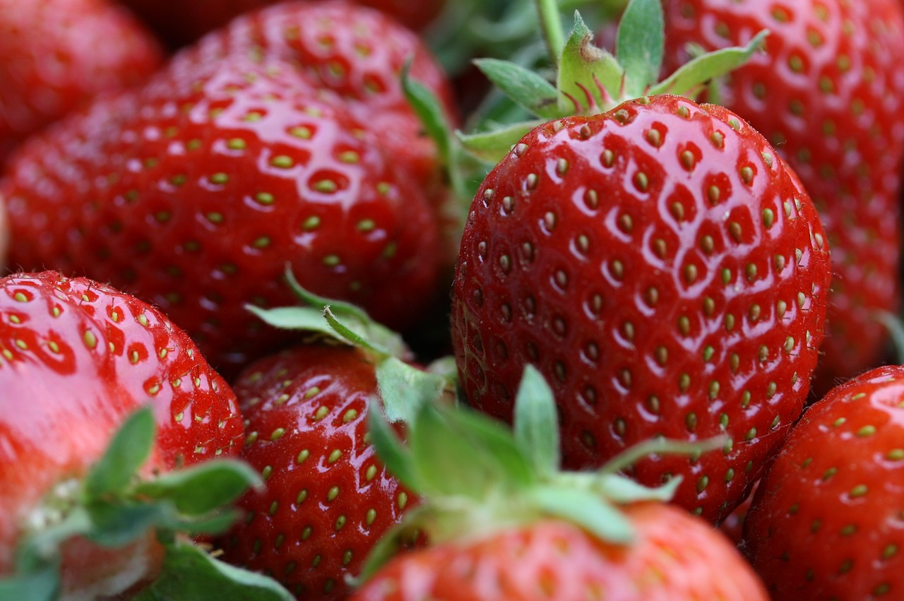 Клубника опадают ягоды