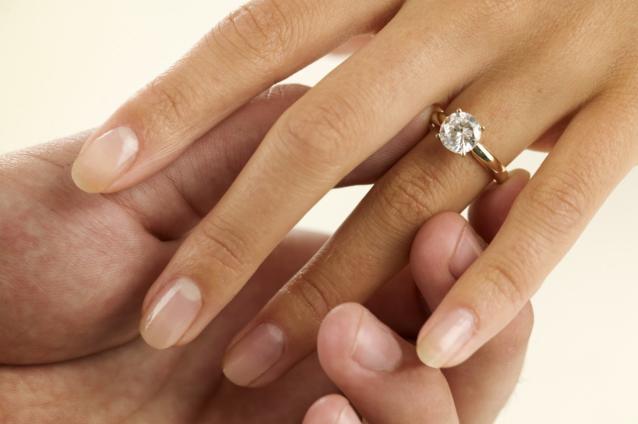 уронить кольцо обручальное на пол примета жилой дом подземной