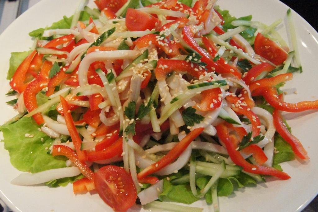 Салат с кальмаром огурцом сладким перцем