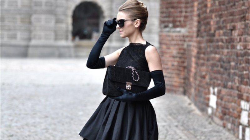 Лакированное черное платье