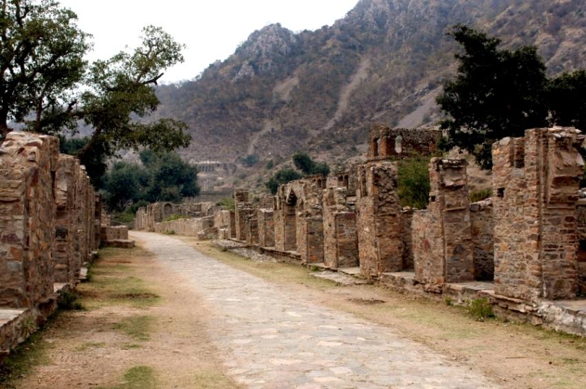Руины Бангара в Индии