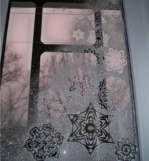 зимние узоры на стекле зубной пастой фото слишком крутое, сильно