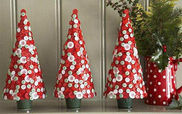 новогодняя елка из пуговиц
