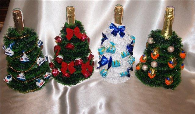 новогодняя елка из бутылки шампанского и конфет