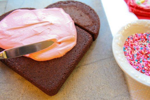Как из круглого торта сделать сердечко