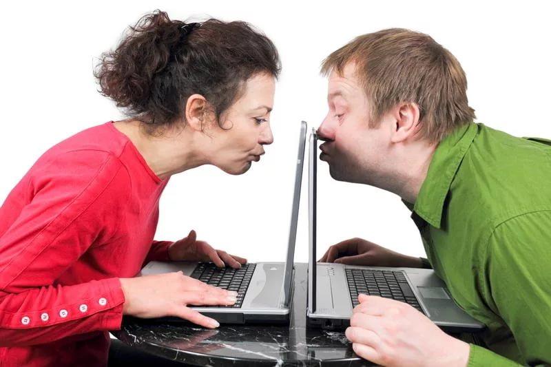 за общаются что знакомств люди на сайтах