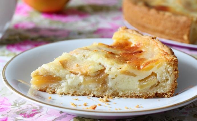 Яблочно банановый пирог со сметанной заливкой