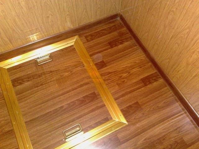 Крышка в подполье в полу