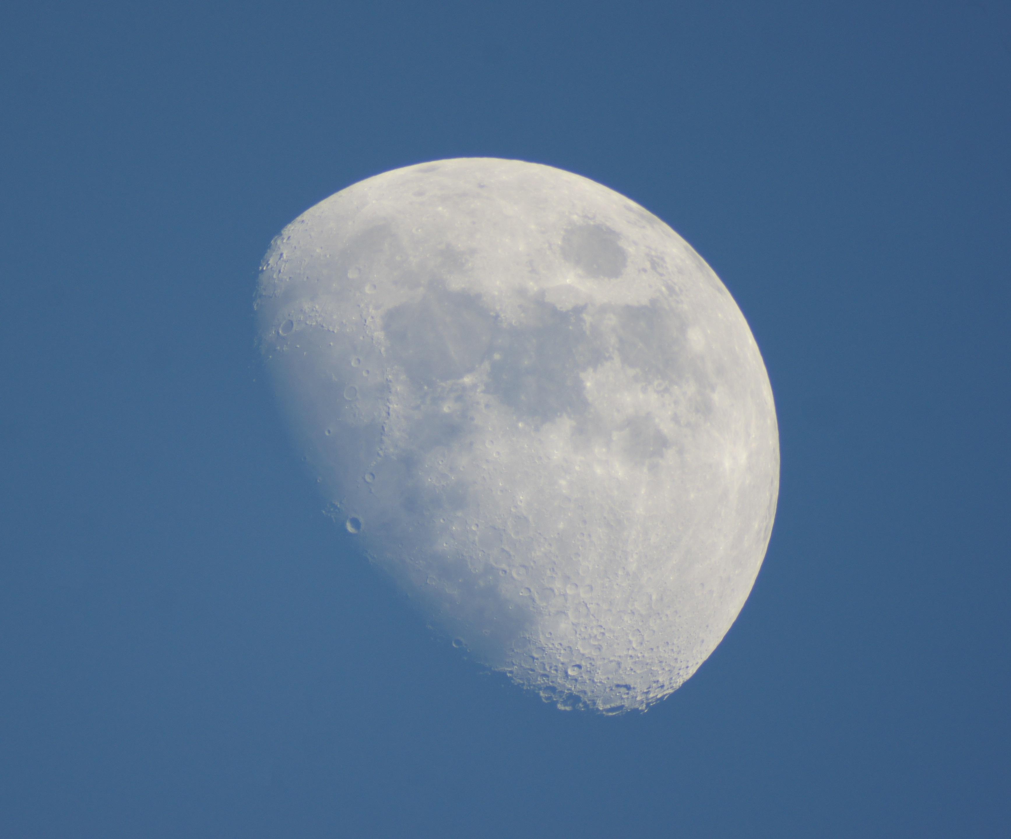 Вид Луны в 250 мм телескоп
