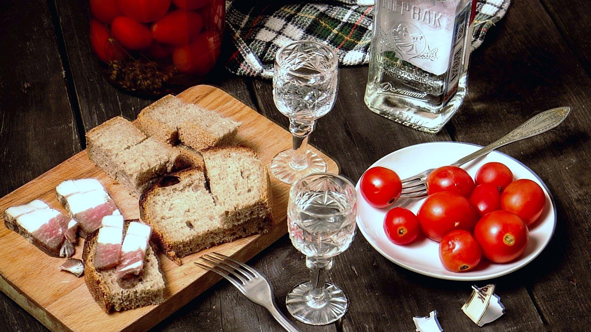 Водка и помидоры