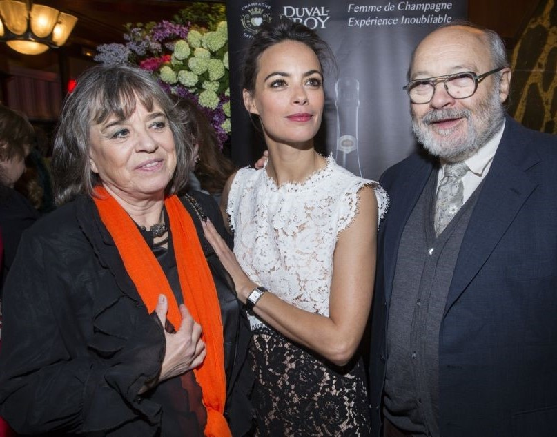 Беренис Бежо с родителями