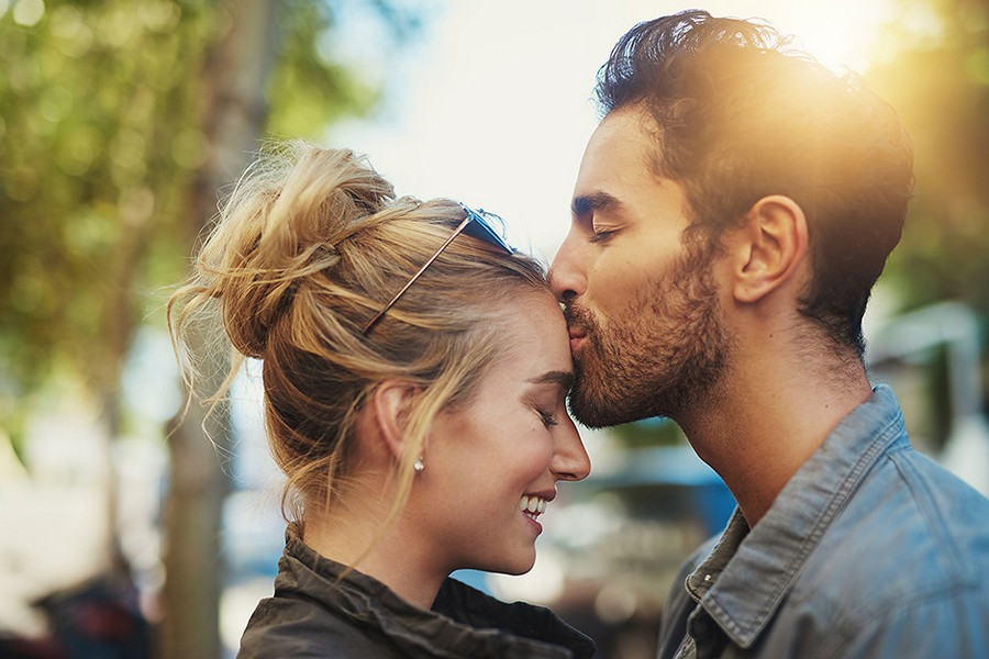 Как себя ведет влюбленный мужчина