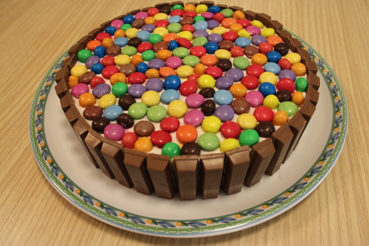 День рождения, юбилей, свадьба, новый год или какой-либо иной праздник — все это замечательные поводы для того, чтобы приготовить вкусный тематический торт.