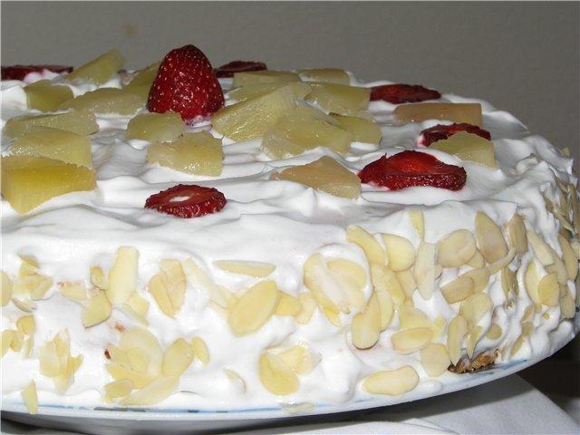 Торт бисквитный со взбитыми сливками