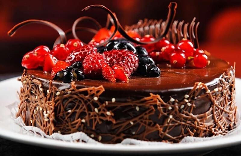 Как украсить торт шоколадом: фото