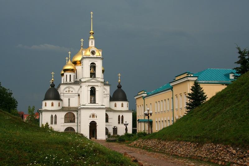 Успенский собор на территории Дмитровского кремля
