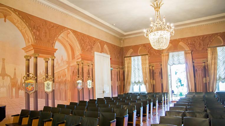 Гербовый зал в Дубровицах