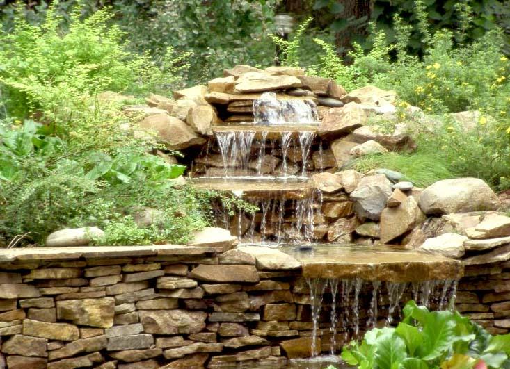 Каменная горка с водопадом