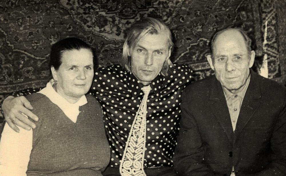 Николай Олялин с родителями