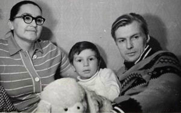 Николай Олялин с семьёй