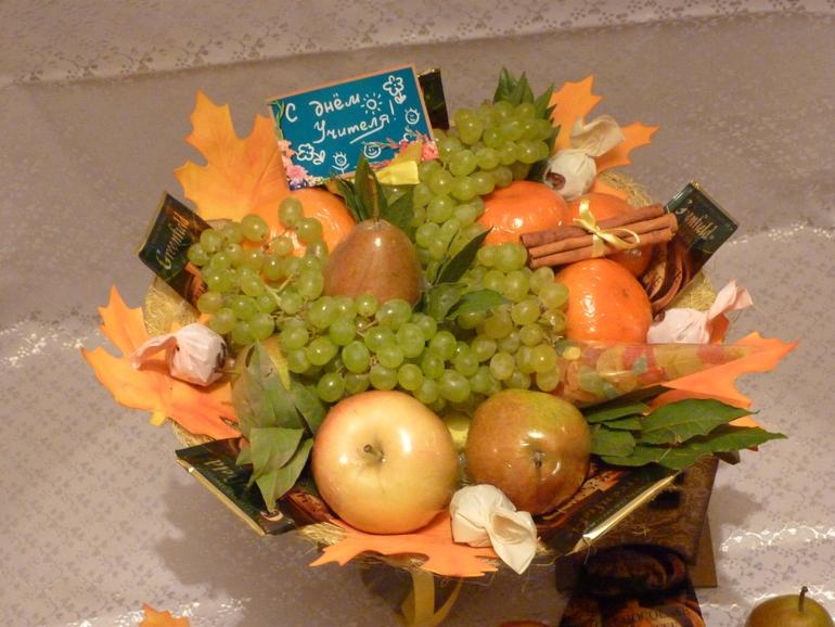 Букеты из фруктов и конфет