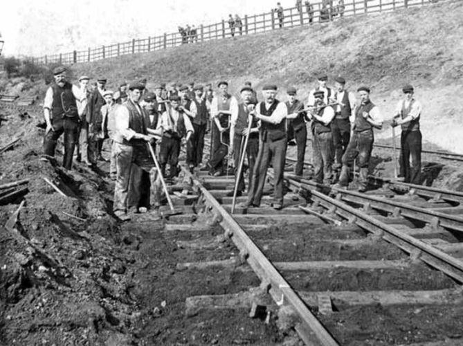 На постройке железной дороги