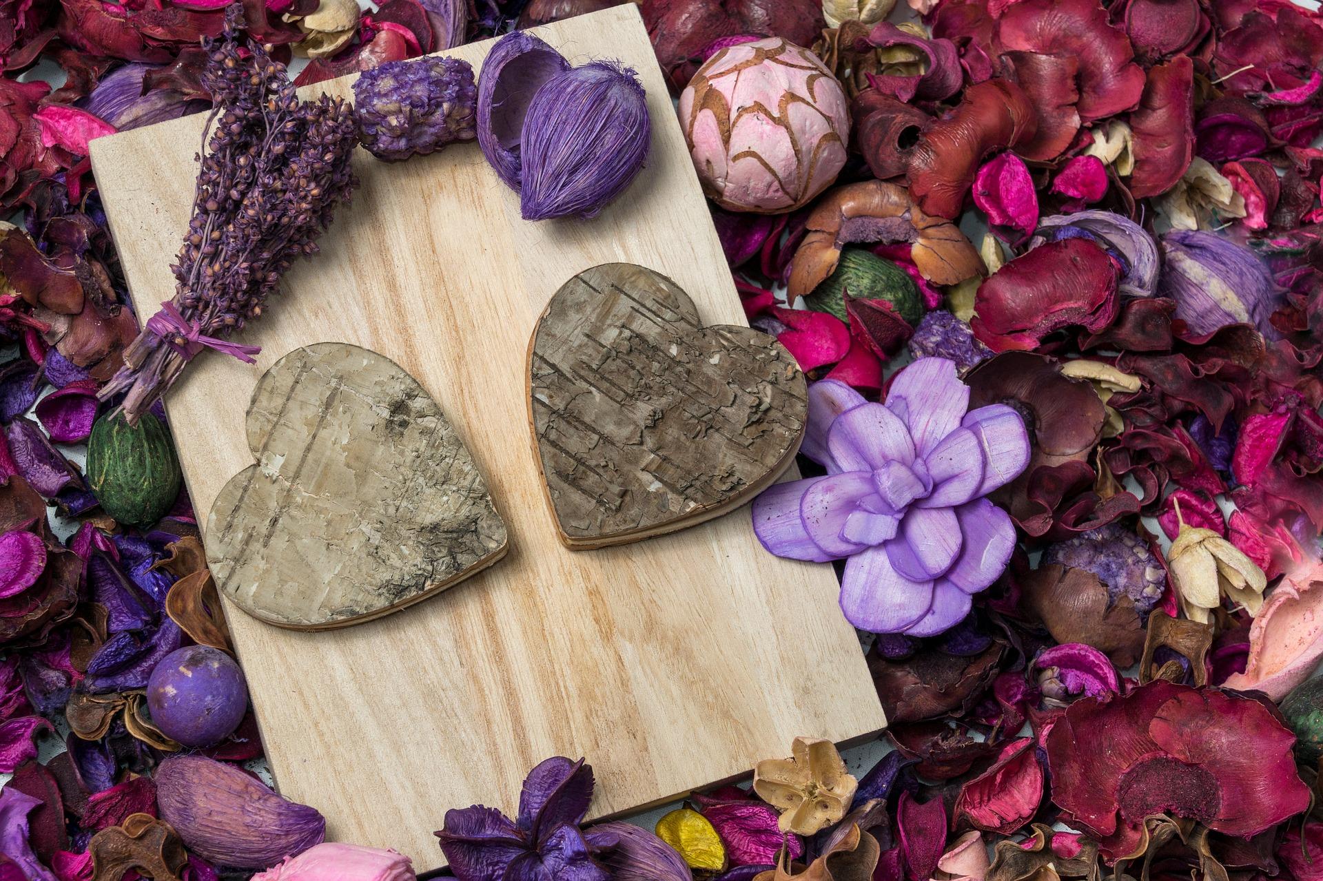 Украшения для цветочной композиции на день влюбленных