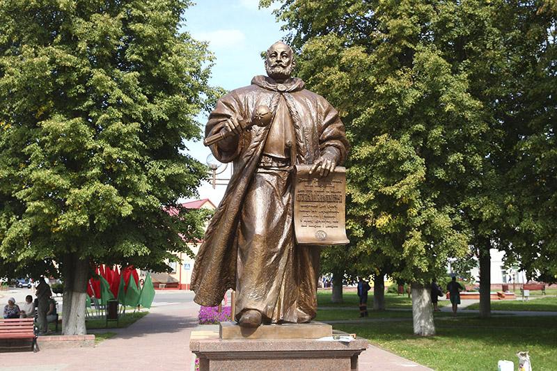 Памятник Льву Сапеге. Установлен в городе Слоним в Белоруссии в 2019 г.