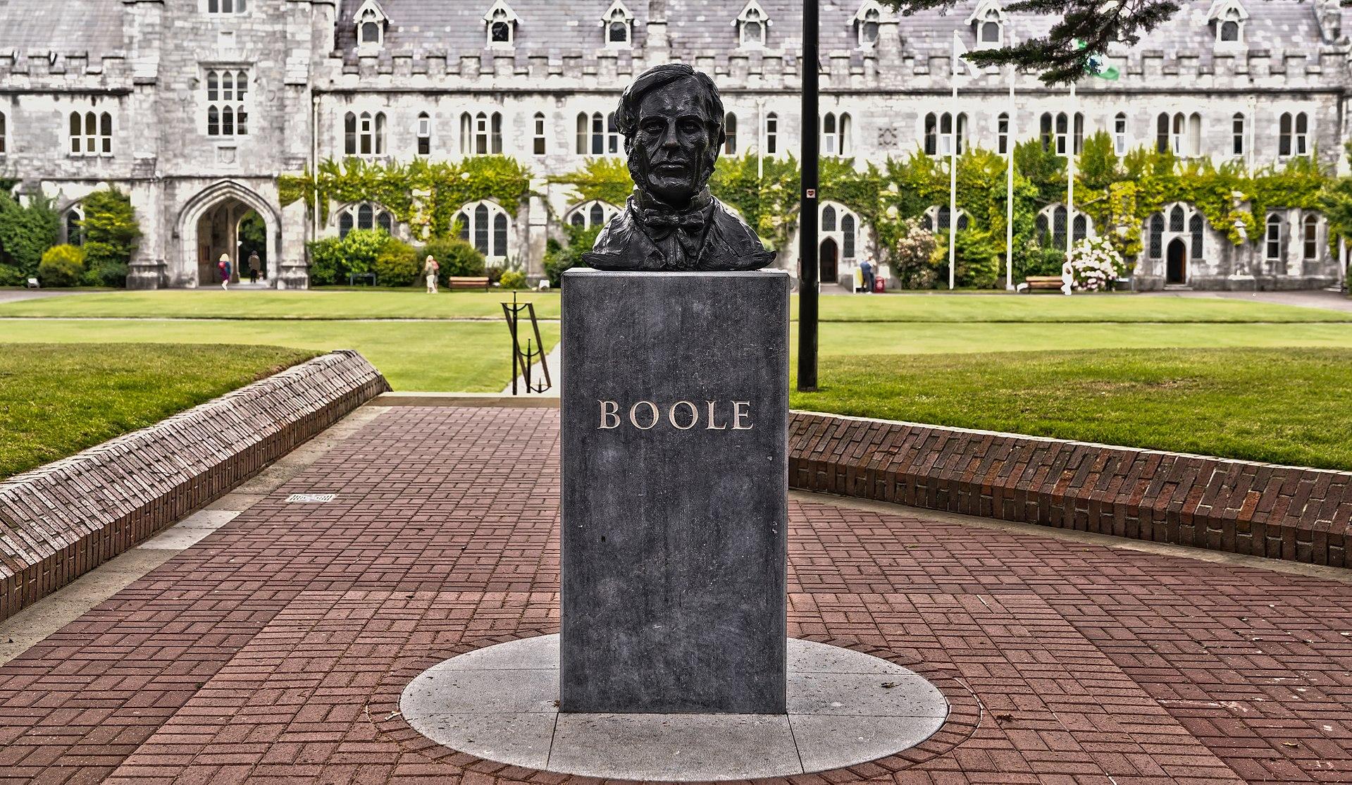Памятник Джорджу Булю