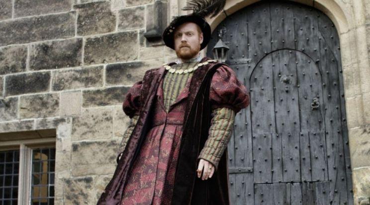 Чарли Клемент в роли Генриха VIII