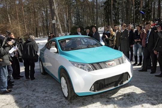 Прототип Ё-мобиля презентуется Путину