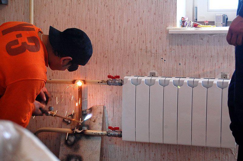 Картинки замена батарей отопления в квартире