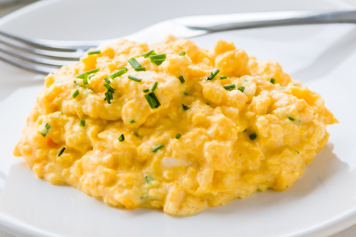 cooking perfect scrambled eggs - HD 1200×800