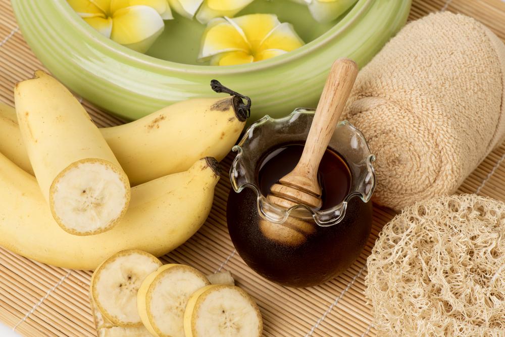Маска из банана с медом улучшает цвет кожи лица