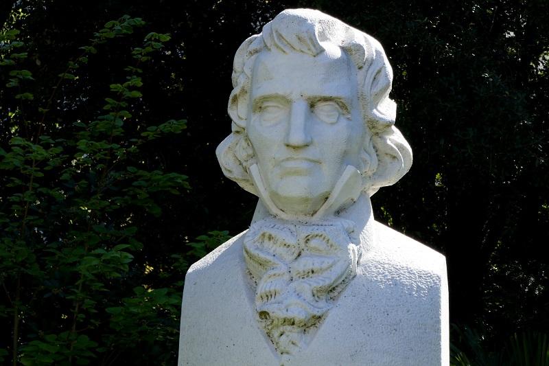Памятник Христиану Христиановичу Стевену в Никитском ботаническом саду