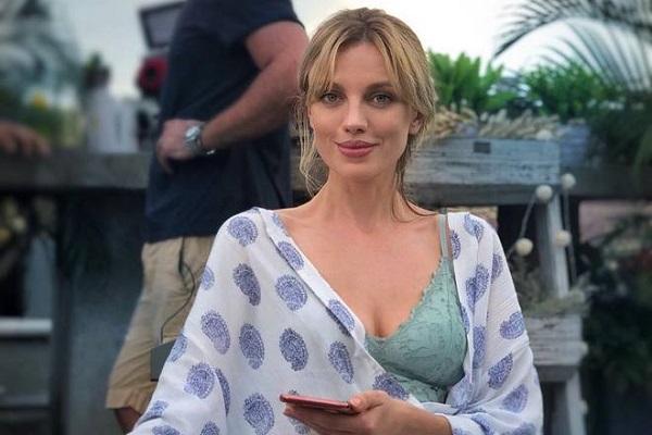 Актриса и модель Бар Пали