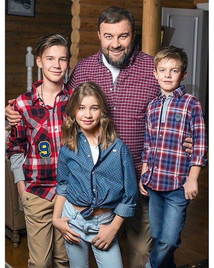 слайд фото российских актеров со своими детьми сомневаюсь