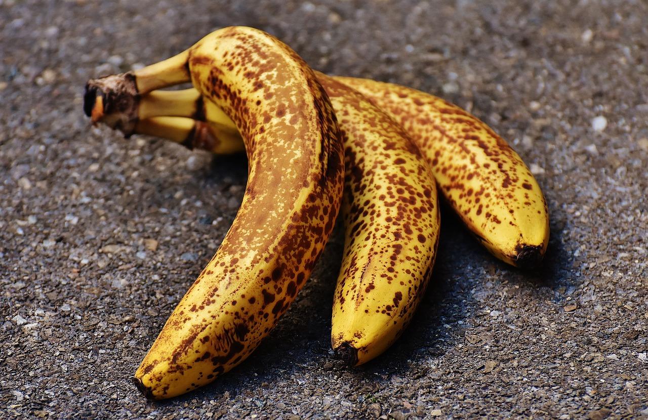 Бананы в кожуре