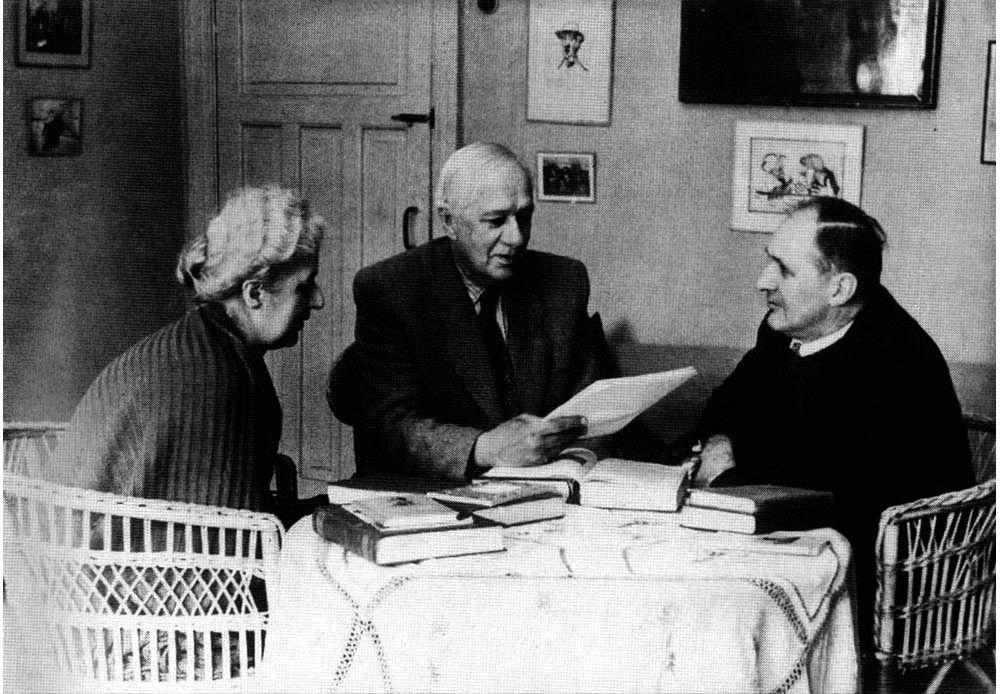 Корней Чуковский с сыном Николаем и дочерью Лидией. Переделкино, 1957