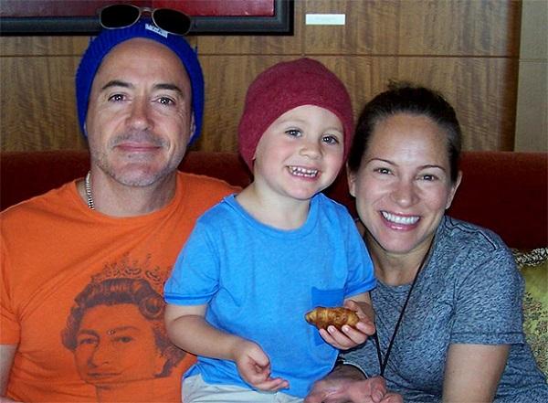 Роберт Дауни с женой и сыном