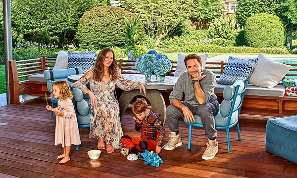 Роберт Дауни с женой и двумя детьми