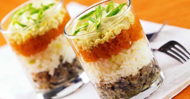 Салат со шпротами в стаканах