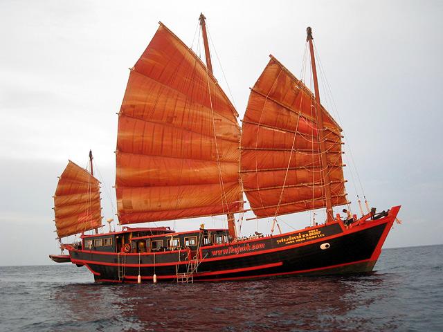 Такого рода джонки можно увидеть в прибрежных водах Китая
