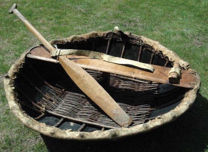 Коракль - плетенная из ветвей и обтянутая кожей животных лодка